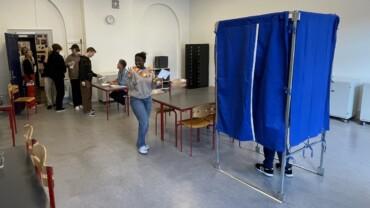 Valglokalet er åbent